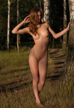 Молодая сексуальная девушка познакомится с мужчиной для интим встреч и взаимных наслаждений в Мурманске